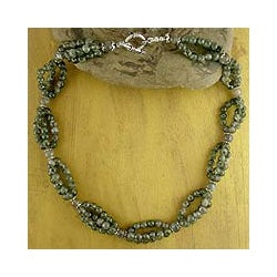 Handmade Sterling Silver 'Evening Muse' Labradorite Beaded Necklace (India)