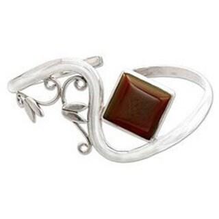 Handmade Sterling Silver 'Arabesque' Carnelian Cuff Bracelet (India) - Red