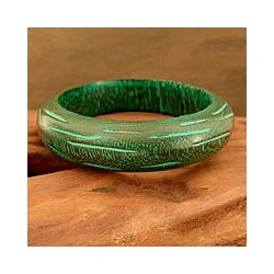 Handmade Mango Wood 'Empress' Bangle Bracelet (India)
