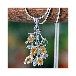 Handmade Sterling Silver 'Sundrop Bouquet' Citrine Flower Necklace (India)