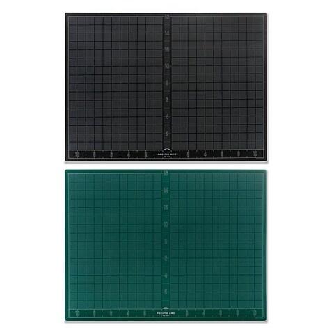 Pacific Arc 18-inch x 24-inch Green/ Black Cutting Mat
