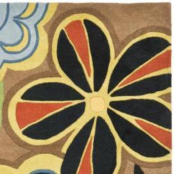 Safavieh Handmade Flower Power Brown New Zealand Wool Rug (5'x 8') - Thumbnail 1