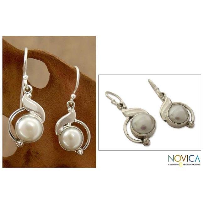 Handmade Sterling Silver 'India Rapture' Pearl Earrings (8 mm)(India)