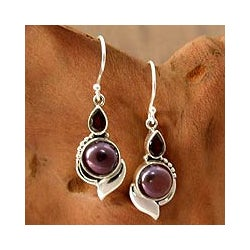 Sterling Silver 'Modern Romance' Pearl and Garnet Earrings (9 mm) (India)