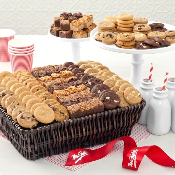 Mrs. Fields Brownie Bites and Nibblers Basket (216 count)