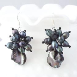Handmade Black Mother of Pearl and Pearl Flower Earrings (3-7 mm)(Thailand)