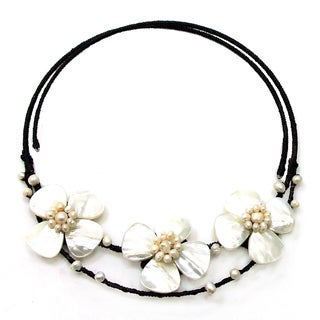 Mother of Pearl and Pearl Flower Choker Necklace (Thailand)