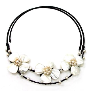 Handmade Mother of Pearl and Pearl Flower Choker Necklace (Thailand)