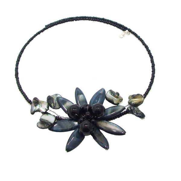 Grey Shell Flower Ray Choker Necklace (Thailand)