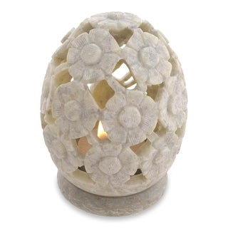 Handmade Set of 2 Soapstone 'White Daisies' Candle Holders (India)