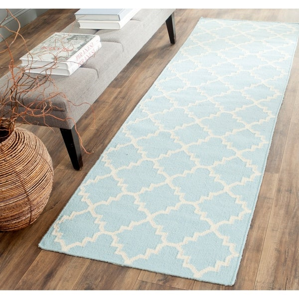 Safavieh Hand-woven Moroccan Reversible Dhurrie Light Blue/ Ivory Wool Rug (2'6 x 10') - 2'6 x 10'