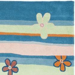 Safavieh Handmade Children's Spring Sky Blue N. Z. Wool Rug (4' x 6') - Thumbnail 1