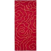 "Safavieh Handmade Soho Roses Red New Zealand Wool Rug (2'6 x 6') - 2'6"" x 6'"