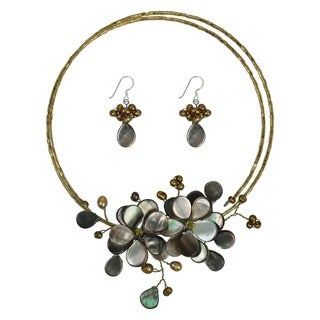 Handmade Golden Garland Mother of Pearl-Pearl Floral 925 Silver Jewelry Set (4-7 mm) (Thailand)