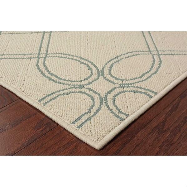Geometric Ivory/ Blue Outdoor Area Rug (7'10 x 10'10)
