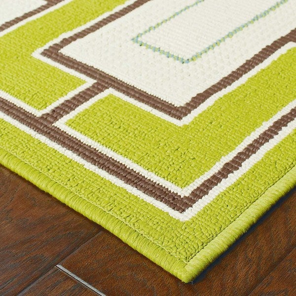 Green/Ivory Geometric Outdoor Area Rug (6'7 x 9'6)