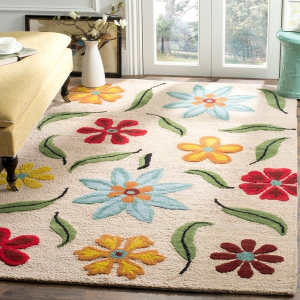 Safavieh Handmade Blossom Beige Floral Pattern Wool Rug - 8' x 10'