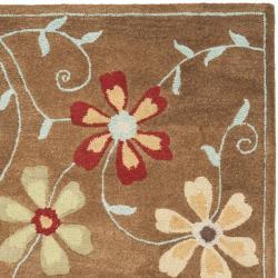 Safavieh Handmade Blossom Camel Wool Rug (4' x 6') - Thumbnail 1