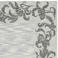 Safavieh Handmade New Zealand Wool Floral Border Silver Rug (5'x 8') - Thumbnail 1