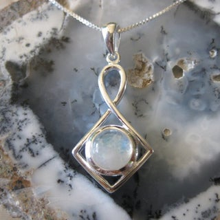Handmade Sterling Silver Round Moonstone Necklace (Thailand)