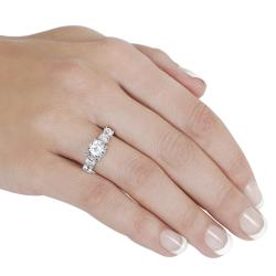 Journee Collection  Sterling Silver Round-cut Basket-set Cubic Zirconia Ring - Thumbnail 2
