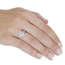 Journee Collection  Sterling Silver Oval-cut Cubic Zirconia Ring - Thumbnail 2