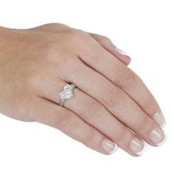 Journee Collection  Sterling Silver Heart-shaped Cubic Zirconia Ring