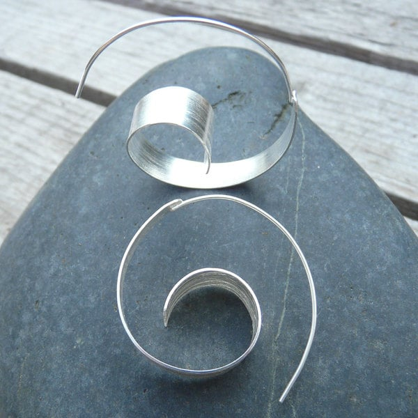 Handmade Sterling Silver Spiral Wave Hoop Earrings (India)