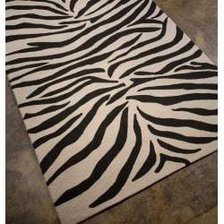 Hand-hooked White/ Black Rug (7'6 x 9'6)