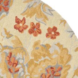 Safavieh Traditional Handmade Blossom Beige Wool Rug (6' Round) - Thumbnail 1
