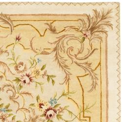 Safavieh Handmade Aubusson Creteil Beige/ Light Gold Wool Rug (6' x 9') - Thumbnail 1
