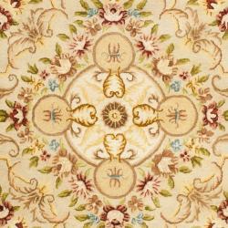Safavieh Handmade Aubusson Creteil Beige/ Light Gold Wool Rug (6' x 9') - Thumbnail 2