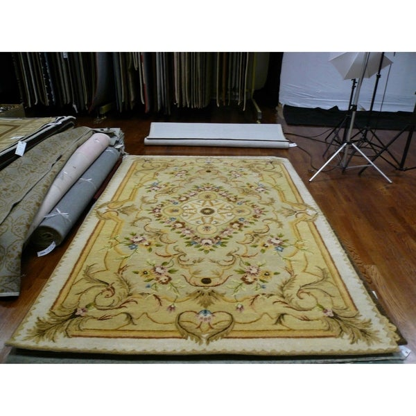 Safavieh Handmade Aubusson Creteil Beige/ Light Gold Wool Rug - 6' x 9'