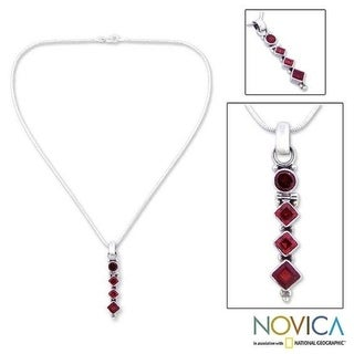 Handmade Sterling Silver 'Ravishing Red' Garnet Necklace (India)