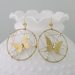 Handmade Goldtone Pearl Harmonious Butterfly Web Earrings (Thailand)