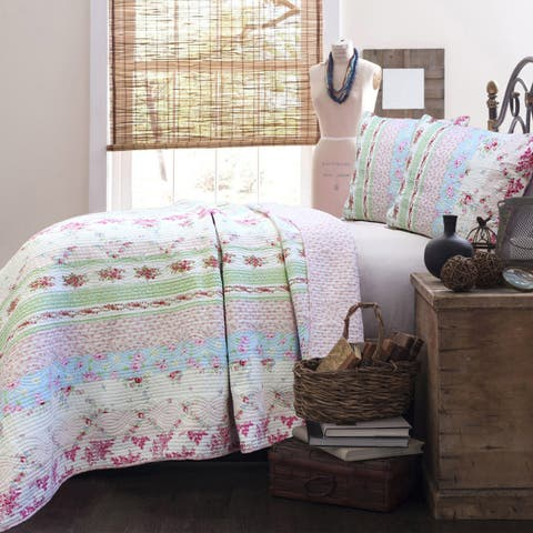 The Gray Barn Fri Tex Patchwork 3-piece Quilt Set