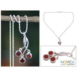 Handmade Sterling Silver 'Cherry Trio' Garnet Necklace (India)