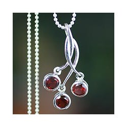 Sterling Silver 'Cherry Trio' Garnet Necklace (India)