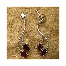 Handmade Sterling Silver 'Sinuous Red' Garnet Earrings (India)