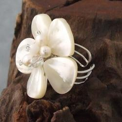 Handmade Silvertone Mother of Pearl and Pearl Daisy Ring (Thailand) - Thumbnail 1