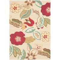Safavieh Handmade Blossom Paisley Beige Wool Rug - 4' x 6'