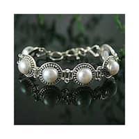 Handmade Bridal Flexible Round White Freshwater Pearls with Ornate Bezel 925 Sterling Silver Womens Bracelet (India)