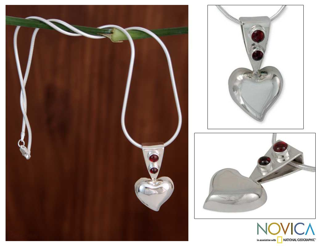 Sterling Silver 'Love's Glow' Garnet Necklace (Mexico)