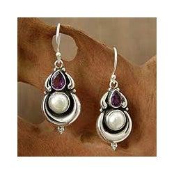 Handmade Sterling Silver 'Jaipur Moon' Amethyst Pearl Earrings (9 mm) (India)