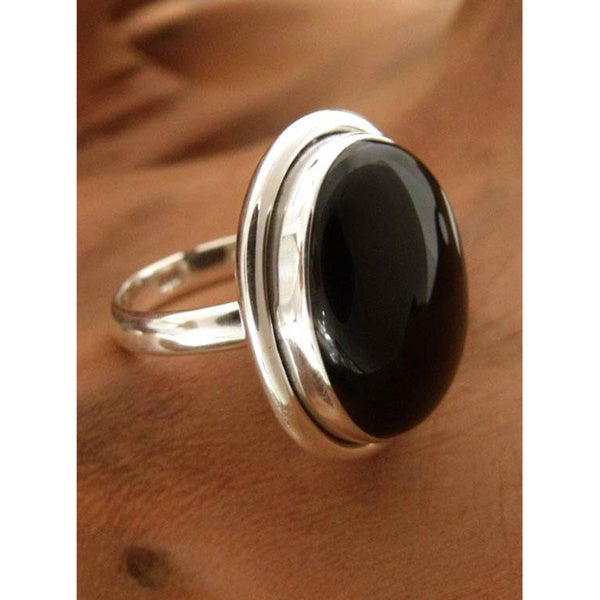 Universe Artisan Contemporary Modern Polished Oval Black Onyx Gemstone Bezel Set 925 Sterling Silver