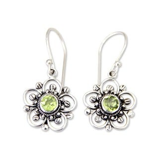 Handmade Nature's Gift Artisan Women's Clothing Accessory Sterling Silver Green Peridot Flower Dangle Drop Earrings (Indonesia)
