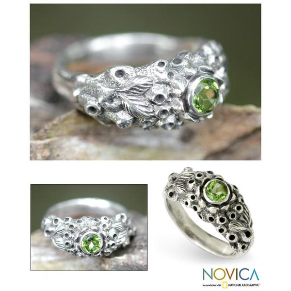 Handmade Sterling Silver 'Coral Treasure' Peridot Ring (Indonesia)