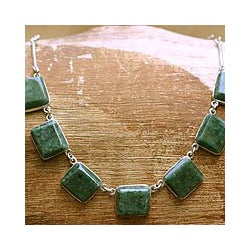 Handmade Sterling Silver 'Love Immortal' Jade Necklace (Guatemala)