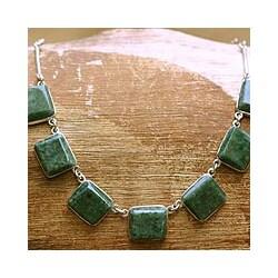 Handmade Sterling Silver 'Love Immortal' Jade Necklace (Guatemala)