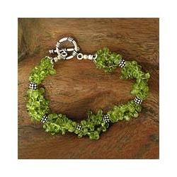 Handmade Sterling Silver 'Song of Summer' Peridot Beaded Bracelet (India)